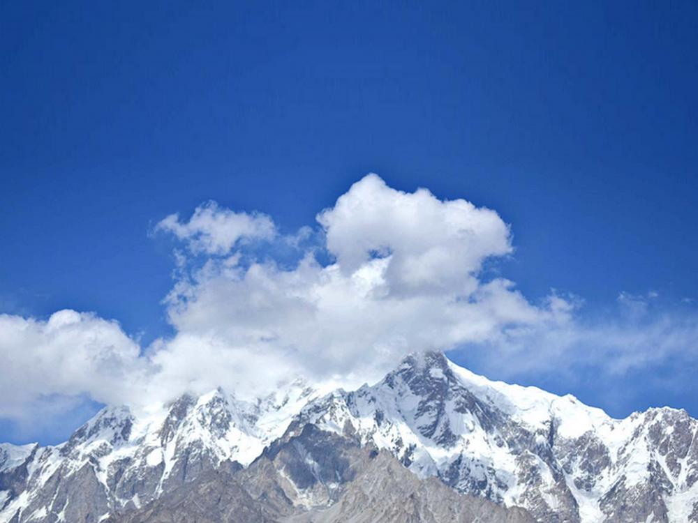 The snow-secured mountains at Harmaranga
