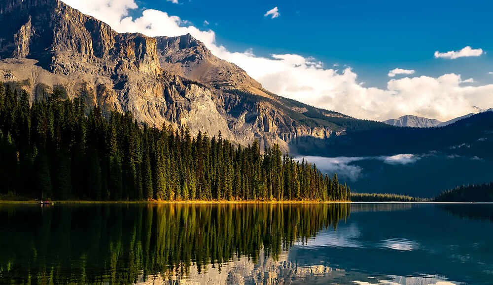 Top 10 Beautiful places to visit in Canada!