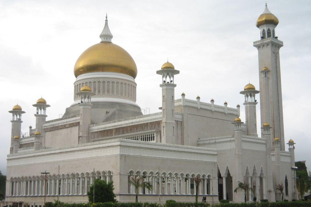 Sultan Omar Ali Saifuddin Mosque-min