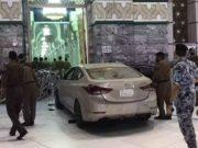 Car hit Kaaba yugo.pk